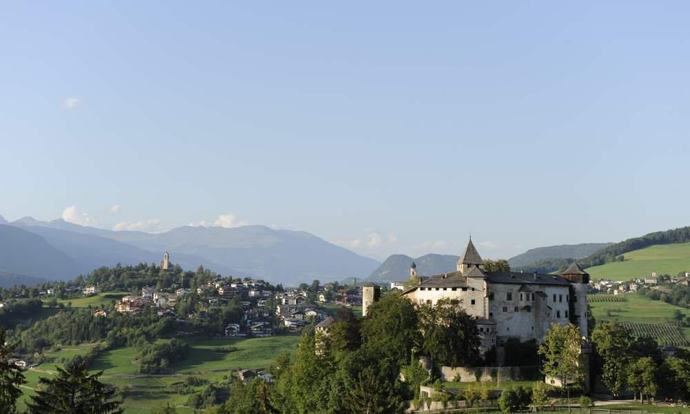 Sull'Alpe di Siusi potrete fare un viaggio nel Medioevo